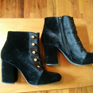 Black Velvet Booties Sz 6 Girls Womens